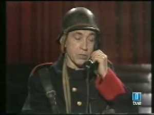 El humorista Gila en una imagen tomada de un programa en TVE